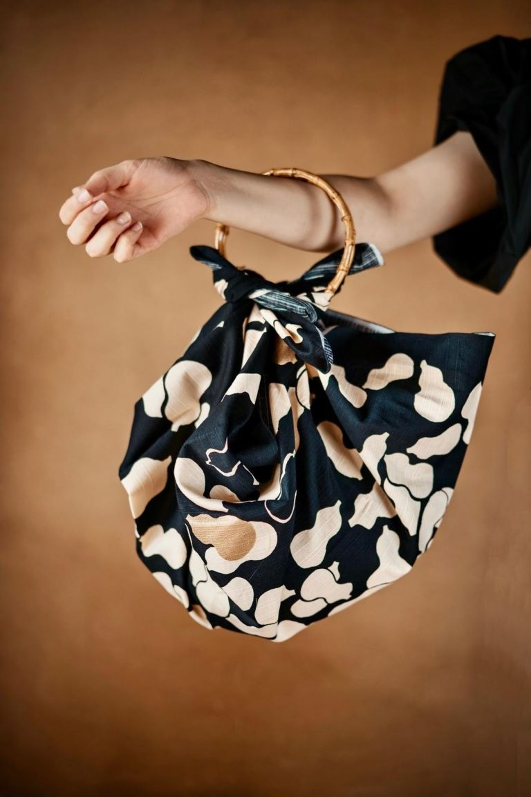 Best Hobo Bags for Petites That Will Match Your Body Type