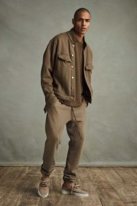 Brown Sweatpants with Khaki Low-Top Shoes without Socks