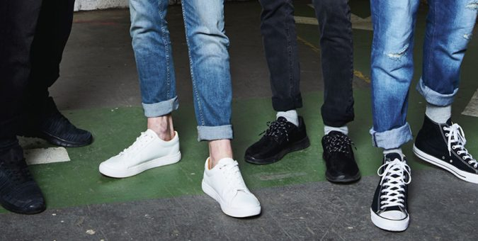 What Shoes To Wear With Jogger Pants? (You Can't Get Wrong with These Genderless Shoes)